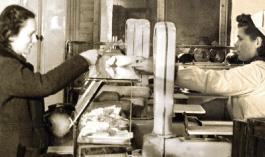 Verkäuferin in der ersten Filiale am Färbergraben